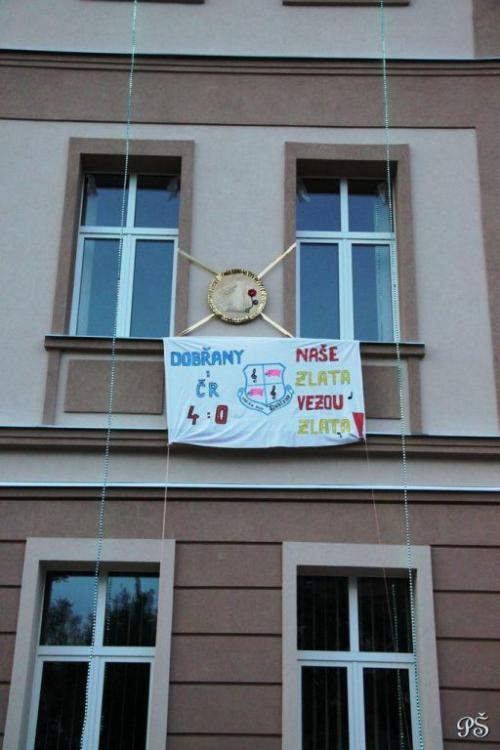 vyzdobená Zuška provítěze, květen 2012- Naše zlata - vezou zlata